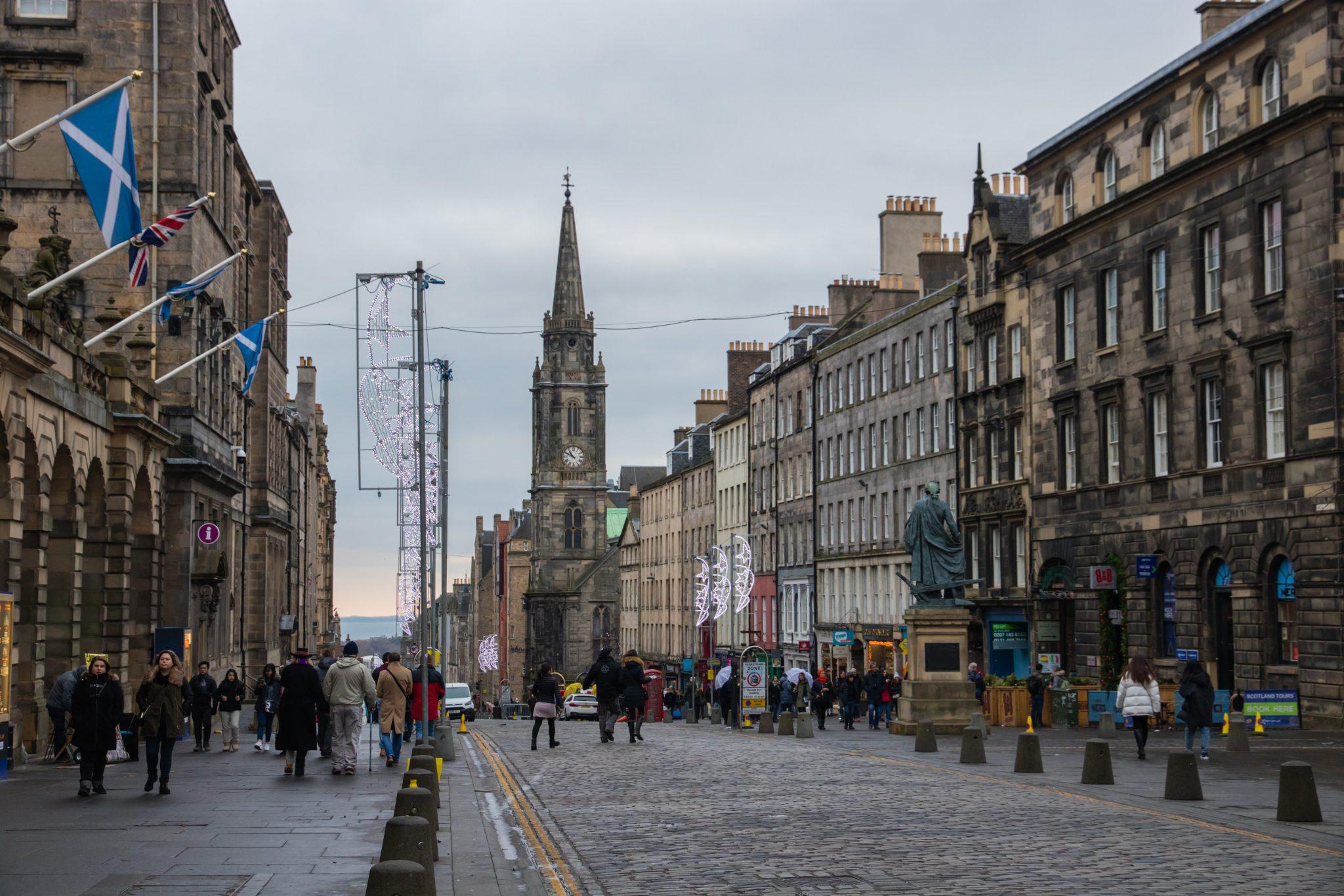 The Royal Mile en haar smalle straatjes, in Edinburgh